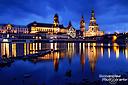 Die Stadtsilhouette von Dresden zur Blauen Stunde; 35 mm, f/13, 13s, ISO100