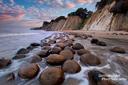 Große steinerne Kugeln säumen den Strand an der Bowling Ball Beach