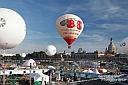 Jede Menge Action gab es beim Dresdner Stadtfest am Königsufer und im Gegensatz zu Freitagabend glühten sogar einige Ballons, bevor sie abhoben.