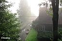 Am ersten Morgen in Lehde gab es einen richtig schönen Nebel, den die meisten von uns total verschlafen oder nicht fotografiert haben. Zum Glück war wenigstens Andrea sehr fleißig! Hier der Blick aus dem Zimmer im Logierhaus.