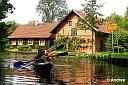 Mindestens so gut wie der idyllische Hochwald gefallen uns aber die vielen kleinen und großen Wasserwege zwischen den Wohnhäusern in Lehde.