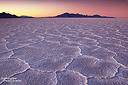 Die Salzkrusten bei den Bonneville Sat Flats nach Sonnenuntergang