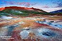 Schon fast unwirklich farbig war auch so manches entlegene Geothermalgebiet in Island. Und auch dort genossen wir nach einer abenteuerlichen, fast missglückten Zufahrt wieder eine unglaubliche Stimmung in den frühen Morgenstunden.