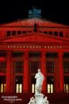 Und manchmal konnte unserer persönlicher Illuminator nicht widerstehen nachzuhelfen, z.B. wenn die schönen Figuren ganz oben am Konzerthaus am Gendarmenmarkt einfach nicht ordentlich beleuchtet wurden… ;-)