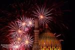 Feuerwerk bei den Pyro Games 2013 in Dresden - im Vordergrund die Kuppel und das Minarett der Yenidze (5 s, f/8, ISO 200)