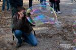 Gar nicht schnell losreißen konnte ich mich von den Monster-Seifenblasen beim Berliner Reichstag. :-)