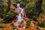 Das Elbsandsteingebirge ist eigentlich berühmt für seinen Sandstein und seine schönen Felsnadeln. Wasserfälle und Kaskaden sind dort eher selten anzutreffen, aber so manche von ihnen sind dafür richtig schön farbenprächtig.