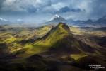 Das isländische Hochland ist mit seinen ausgedehnten Eis- und Sandwüsten und nahezu unzugänglichen Bergwelten ein Land der Extreme: extrem lebensfeindlich, extrem abenteuerlich, aber zugleich auch extrem faszinierend.