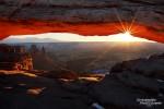Sonnenaufgang am Mesa Arch im Winter, Bild von Anfang Januar mit der Sonne relativ weit rechts im Bild