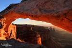 Der Mesa Arch vom rechten Ende der Fotografenreihe gesehen.
