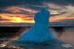 Gar nicht so leicht die Blase des Strokkur Geysirs im richtigen Moment unmittelbar vor dem Ausbruch zu erwischen. Hier zum Sonnenaufgang im letzten März.