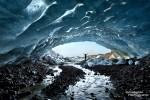 Dieses Bild entstand Ende März 2013 während der Tour in die Cafe Latte Eishöhle beim Vatnajökull Gletscher, die aufgrund des schönen, warmen Wetters schon deutlich weniger blau war.