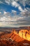 Sonnenaufgang am Davidoff Point hier - sieht man die vom Mesa Arch bekannten Felstürmchen Washer Woman und Monster Tower von ihrer Rückseite.