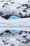 Einzelner blauer Eisberg in der Fjallsarlon Gletscherlagune im Südosten Islands