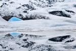 Fast noch schöner als im Sommer ist die Fjallsarlon im Winter und ganz besonders an einem dieser normalerweise eher seltenen windstillen Tagen, an denen sich die Eisberge und der Gletscher herrlich in der Lagune spiegeln.
