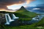 Sonnenuntergang am berühmten Kirkjufell, dem mittlerweile wohl meistfotografierten Berg Islands
