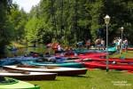 An den Sommerwochenenden stapeln sich meistens die Boote am Ufer in der Nähe von Cafés und Kneipen.