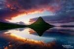 Spielt das Wetter mit, so ist die Mitternachtssonne im Sommer ein unvergessliches Erlebnis. Das Foto zeigt einen der endlosen Sonnenuntergänge beim berühmten dreieckigen Berg auf Snaefellsnes, dem Kirkjufell.