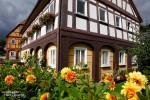 Anderorts in der Oberlausitz dominieren die Umgebindehäuser mit den oberen Etagen im Fachwerkstil aus Holz und Lehm.