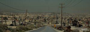 Unterwegs auf der Mocal Road durch das Midway Sunset Oil Field in Zentralkalifornien