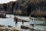 Die kleineren Spanierinnen versanken aber fast am Rückweg, im Bereich mit den Felsbögen (im Hintergrund) stand das Wasser etwas weniger hoch.