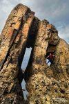 Suchbild mit Steffen... Hier turnt er in einem weiteren Arch in Asturien herum.