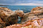 Und hier hat Steffen für mich posiert auf einem der zahllosen (namenslosen und unbekannten) Felsbögen an der Küsten in Asturien. Schon immer wieder beeindruckend, was die Erosion dort so ans Tageslicht gezaubert hat!