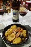 Auch das darf nie fehlen in Nordspanien, die herrlichen Gambas al Ajillo und dazu eine Flasche Rotwein für gerade mal 3 Euro. Wo gibt es das sonst noch in Europa?