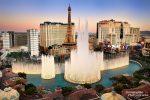 In Las Vegas sollte man Wochenenden meiden und sich auch wochentags lieber sein Zimmer vorab sichern. Im Internet oder deutschen Katalogen gibt es viele Angebote, mit etwas Glück darunter auch die Zimmer des Bellagio Casino Hotels.