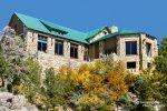 Wer in den USA in einer der Nationalpark Lodges unterkommen möchte, der muss in der Regel sehr lange im Voraus schon seine Reservierung tätigen - hier auf dem Foto die Lodge direkt am Grand Canyons North Rim.