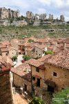 Die Ortschaft Orbaneja del Castillo wird von tollen Felsformationen umrahmt und einen riesigen Felsbogen gibt es dort auch zu sehen.