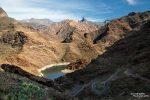 In engen Serpentinen geht es hinauf in die Bergwelt von Gran Canaria. Hier und da erinnerte uns das Gestein und auch die weißen Ränder der Stauseen sehr an den US-Südwesten.