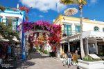 Ein kleines Musterstädtchen mit weißen Hausfassaden, bunten Fensterrahmen und jeder Menge Bougainvilleen - so hübsch wie Puerto de Mogan sind aber nur wenige Orte auf Gran Canaria.