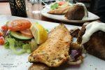 Essengehen ist teuer und die Portionen überschaubar. Sehr fein schmeckt vielerorts der Arctic Char (Seesaibling).
