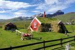 Torfhaus und Postkarten-Idylle auf Island - weniger idyllisch das Preisniveau und die Reisekosten...