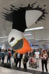 Eher nur schwer zu übersehen ist der riesige Papageitaucher, der Neuankömmlinge aus aller Welt bei der Gepäcksausgabe am Keflavik-Flughafen begrüßt und für den Duty Free Shop nebenan werben soll. Der Laden ist für alle, die auf einen guten Tropfen während des Island-Urlaubs nicht verzichten möchten, ein erstes sinnvolles Ziel!