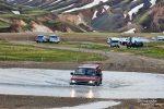 Man kann bei Landmannalaugar schon vor den beiden Furten das Auto abstellen und die kurze Strecke zu Fuß gehen (Brücke).