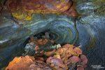 Auch unter der Erde ist noch nicht Schluss mit dem Farbenzauber. Wer in den Lavahöhlen eine Taschenlampe mit hat, wird seinen Augen nicht trauen!