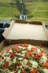 Wir machten noch das Beste daraus und genossen unsere Pizza auf dem Parkplatz mit Blick auf den Gluggafoss.