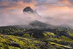 Nebel ist in Island oft ein treuer Begleiter, vor allem abends kriecht er gerne über das Hochland. Wenn er sich aber zwischendurch kurz lichtet, hat man die verrücktesten Lichtstimmungen.