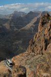 Apropos Gegenverkehr... das ist die GC-60, eine der Hauptstraßen die hinauf in die Berge Gran Canarias führt. Und dort verkehren jede Menge Busse!