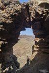 Als im Lauf der Woche dann die Sicht zunehmend schlechter wurde, haben wir in erste Linie in den Bergen gescoutet. Und egal wo man auf Gran Canaria unterwegs ist, irgendeinen Felsbogen findet man immer. Dieser hier z.B. war sogar von recht stattlicher Größe.