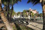 Hier z.B. hatte man einen Sandstrand aufgeschüttet und alles schön von Palmen umgeben.