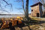 Auch einige Picknicktische stehen gut verteilt im Areal, u.a. gleich neben dem Beobachtungsturm am Brösaer Teich.