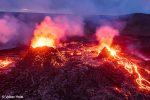 Eben noch umgeben von tiefblauem Gletschereis und wenige Stunden später schon von feuerspuckenden Vulkankratern - das ist Island!